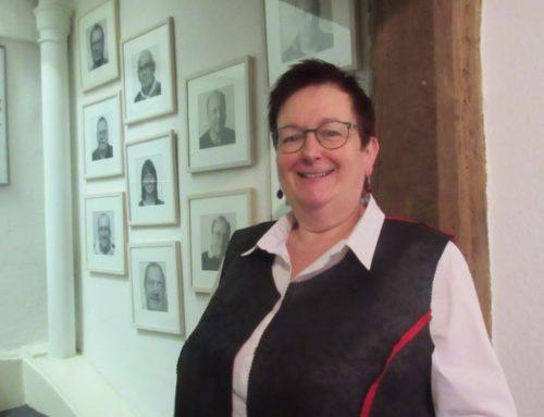 9. Dezember 2020 * 21.04 Uhr * Gast im Glashaus bei Charlotte Kroll ist die Iserlohner Kirchenkabarettistin Ulrike Böhmer