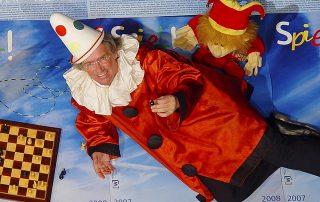 Der Clown verbindet Komödie und Tragödie